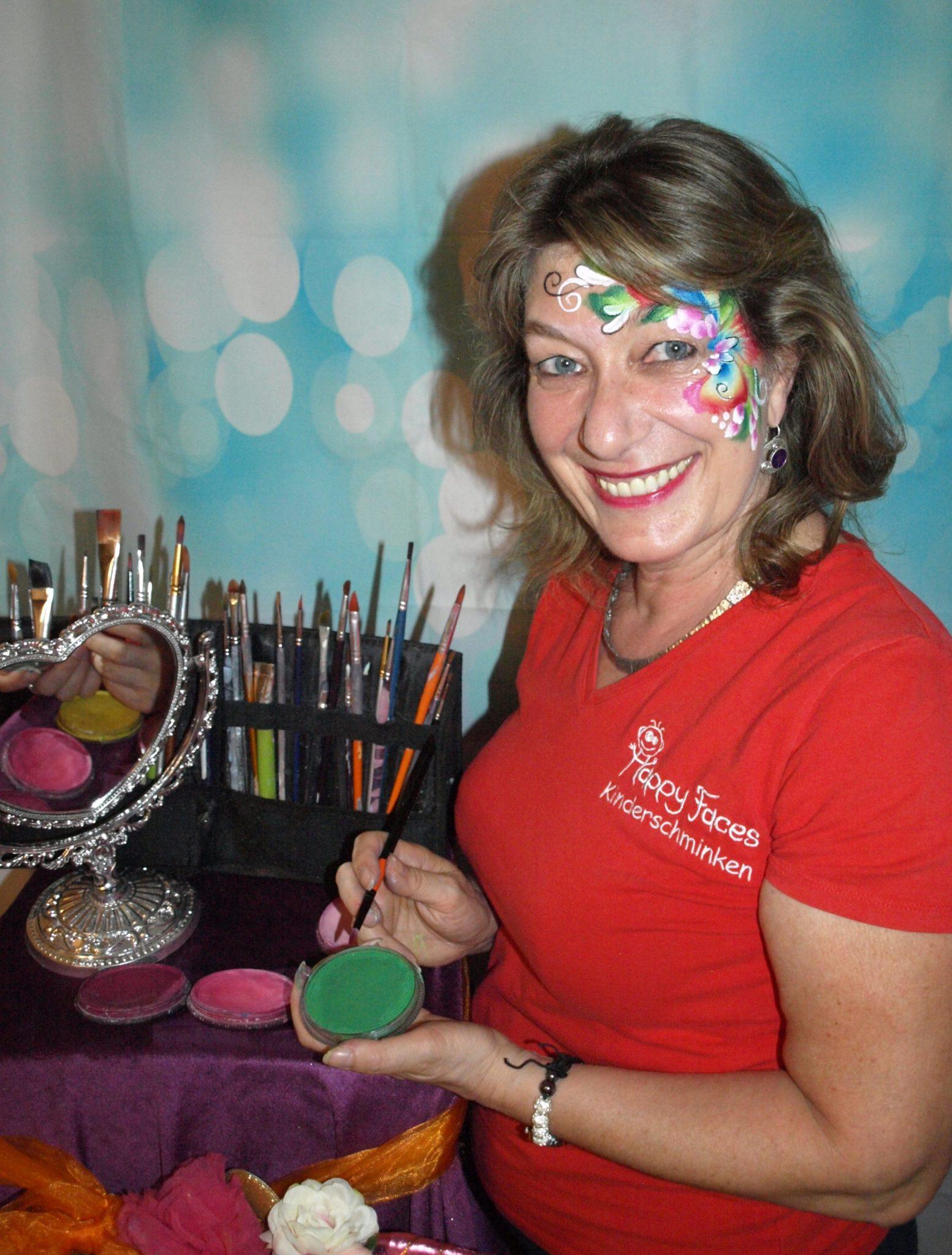 Jutta Ulbrich Kapfer ist Gründerin von Happy Faces und professionelle Schminkerin