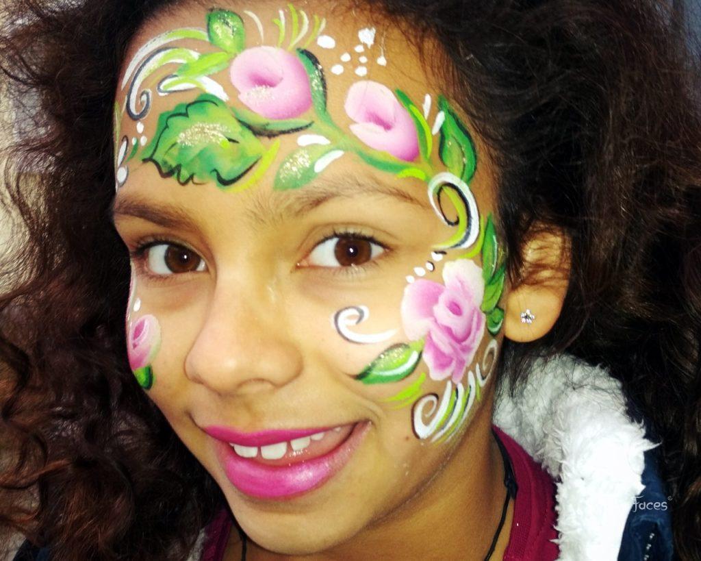 Rosa Rosen im Gesicht