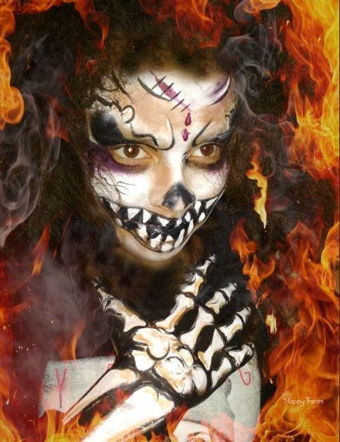 Gruseliges Facepainting Skelettpainting für Halloween