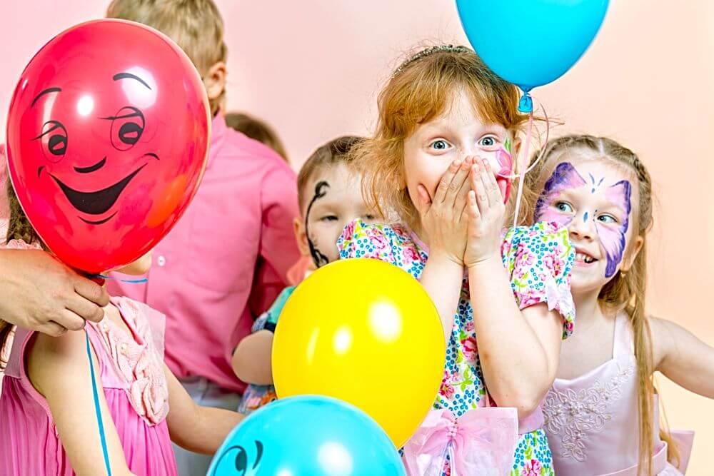 Kindergeburtstag mit geschminkten Kindern von Happy Faces Kinderschminken